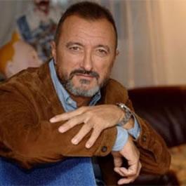 Arturo_Perez-Reverte_autor_saga[1]