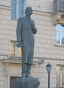 Tuqay_monument_in_St-Peterburg