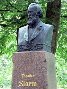 Theodor_Storm_Denkmal_Husum_1