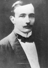 Musil mit Schnurrbart, um 1901